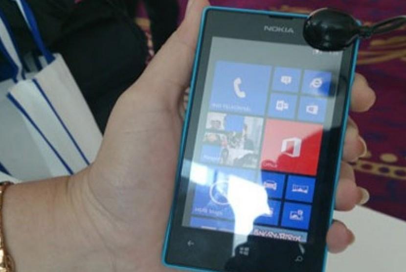 Nokia Lumia 520 menggunakan baterai berkapasitas 1430 mAh dan konektivitas bluetooth 3.0, micro USB, dan WiFi.