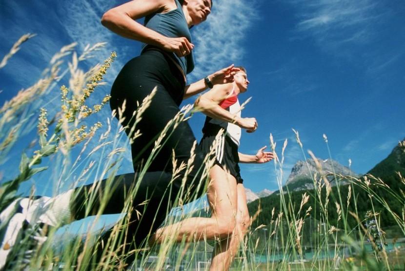 Olahraga di siang hari (ilustrasi)