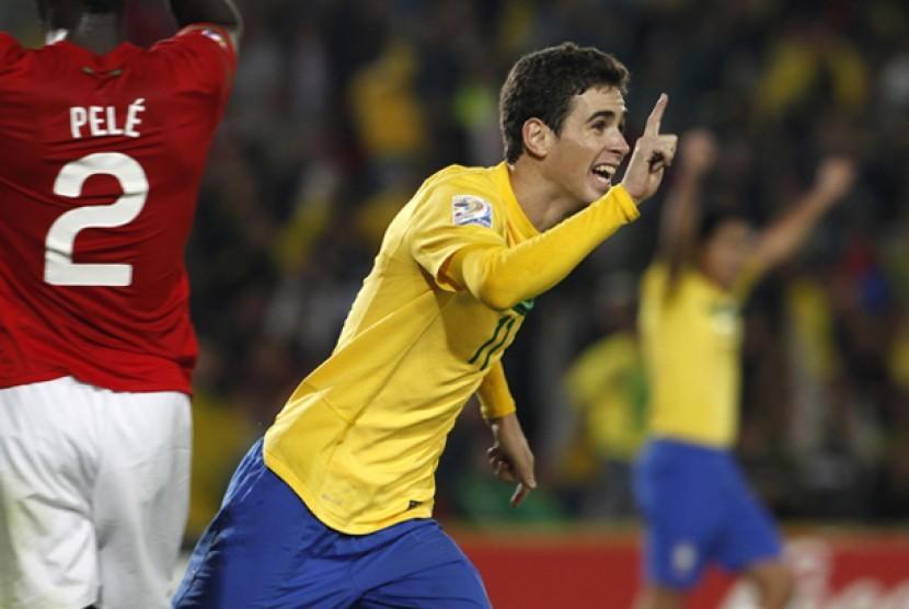 Oscar dos Santos Emboaba Junior.