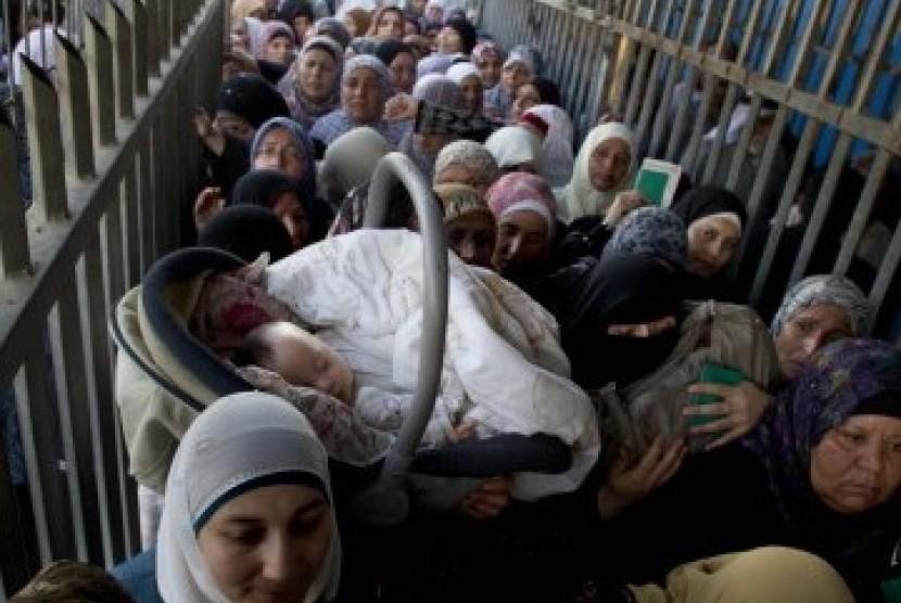 Jihad Kemanusiaan: Musuh Islam Wajib Ditolong Jika Terluka