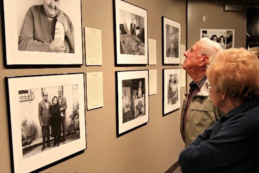Pameran foto-foto penyelamatan orang Yahudi oleh Muslim Albania