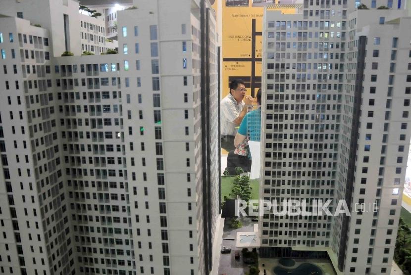 Pameran gedung apartemen saar pameran properti di Jakarta Convention Center (JCC) Jakarta, Ahad (14/2).