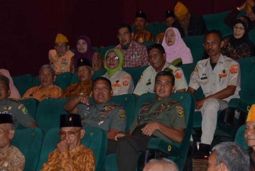 Hari Pahlawan, Pangdam II/ Sriwijaya Ajak Veteran Nobar