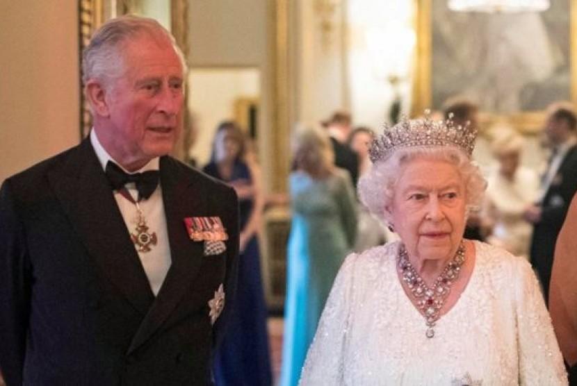 Pangeran Charles dan Ratu Elizabeth II