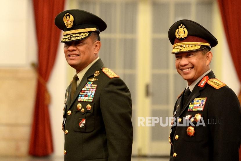 Panglima TNI Jenderal Gatot Nurmantyo (kiri) bersama Kapolri Jenderal Tito Karnavian.