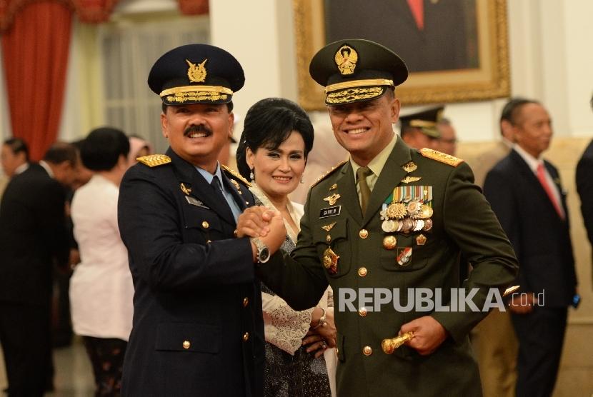 Panglima TNI Gatot Nurmantyo (kanan) dan KASAU Hadi Tjahjanto (kiri)