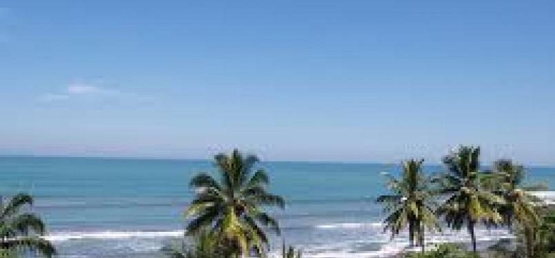 Pantai Palabuhanratu Sukabumi, Jawa Barat.