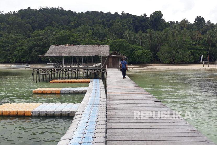 Pantai Waiwo di Raja Ampat, Kamis (21/9).