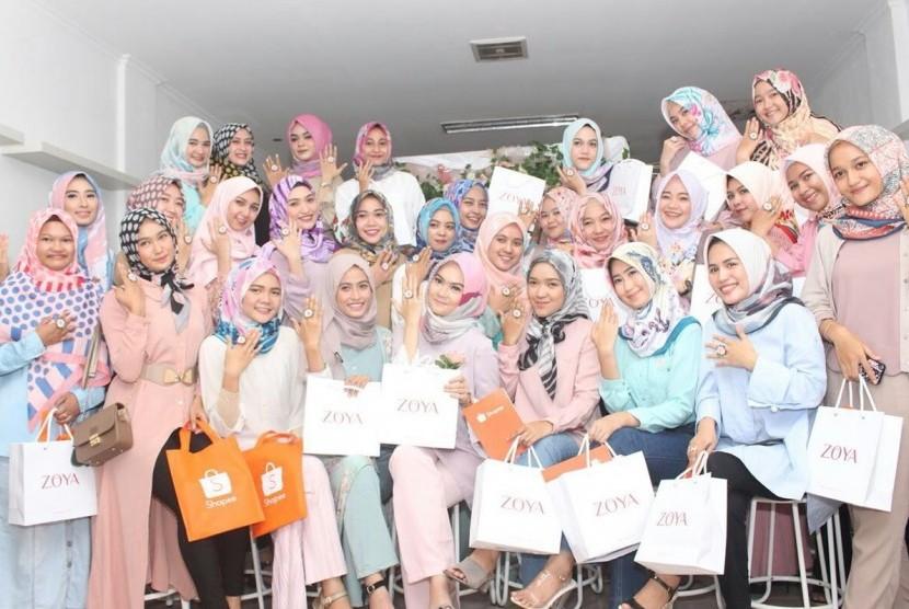 Para influencer mengikuti  Zoya Meet Lovers yang kedua di Salmont Cafe, Jalan Cempedak, Kota Samarinda, Provinsi Kalimantan Timur, beberapa waktu lalu.