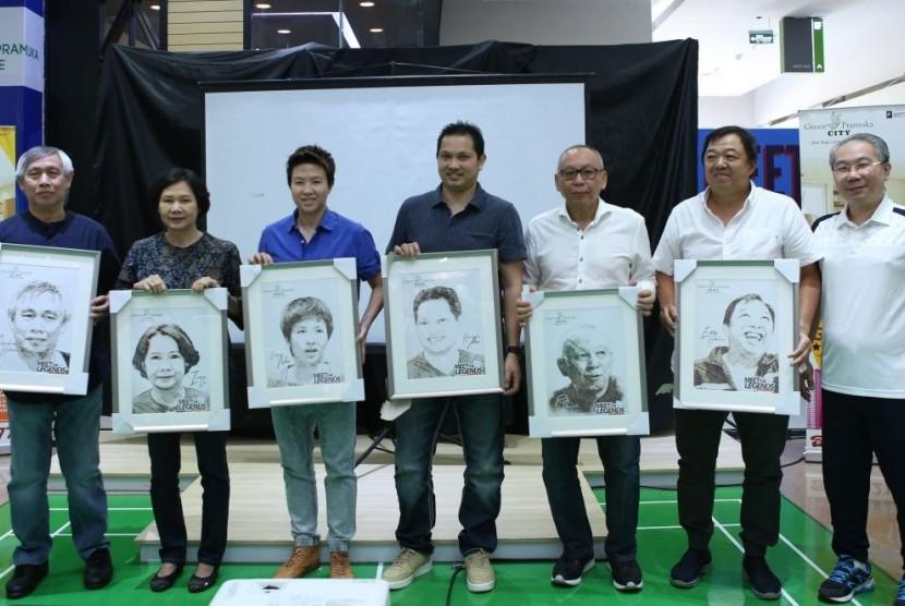Para legenda bulu tangkis menghadiri acara Meet The Legend di Green Pramuka City dalam rangka menyambut Asian Games 2018, Ahad (25/2).