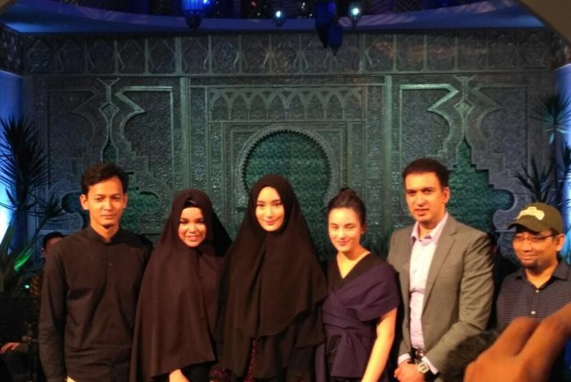 Para pemain karakter di film Ayat Ayat Cinta 2, Fedi Nuril, Dewi Sandra, Tatjana Saphira dan Chelsea Islan.