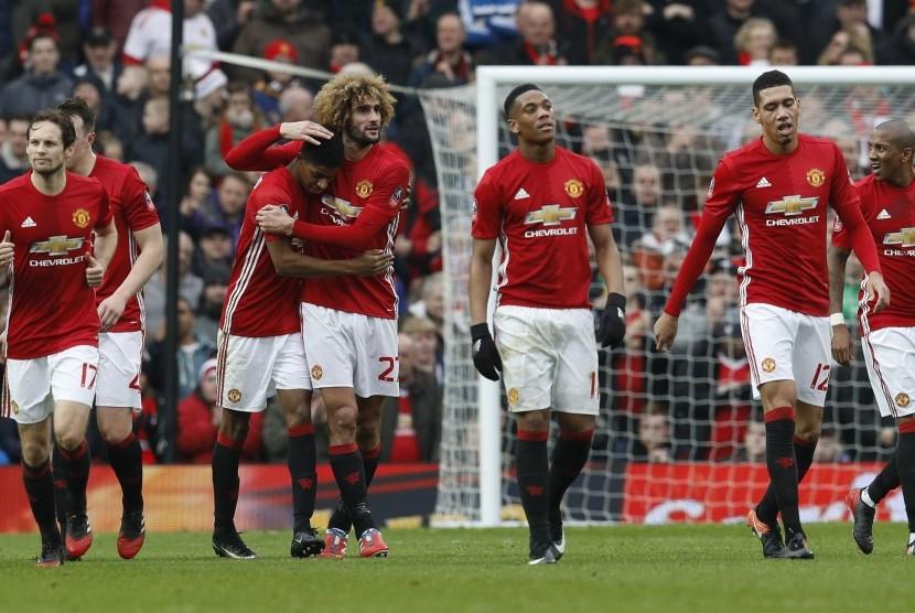 លទ្ធផលរូបភាពសម្រាប់ Pemain Manchester United rayakan gol Rashford.