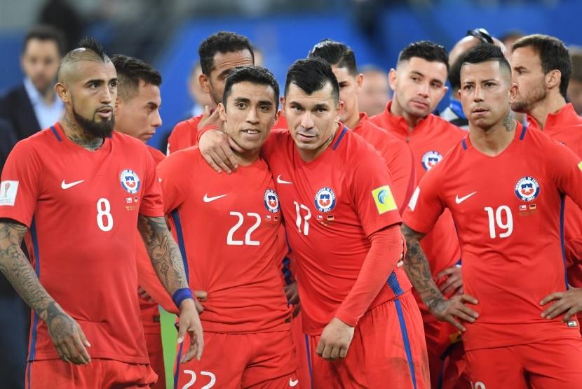 Para pemain timnas Cile seusai laga final Piala Konfederasi 2017 lawan Jerman di Moskow, Senin (3/7) dini hari WIB. Cile kalah 0-1.