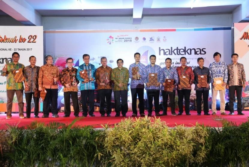 Para penerima Anugerah Iptek dan Inovasi Nasional 2017.