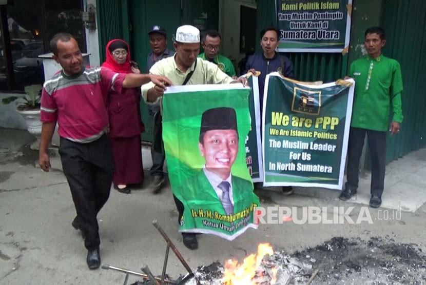Para pengurus DPW dan DPC PPP Sumut menolak dukungan yang diberikan pengurus pusat pada Djarot Saiful Hidayat-Sihar Sitorus, Rabu (10/1). Mereka menilai dukungan ini tidak sesuai dengan prinsip yang dianut partai tersebut.