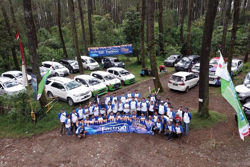 para peserta lintas komunitas ketika menggelar touring camping Sabtu Ahad (24-25/3) di Cikole, Bandung Jawa Barat