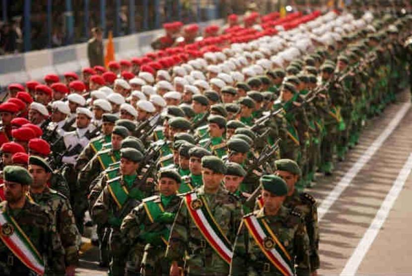 Parade tentara di Hari Tentara Nasional Iran