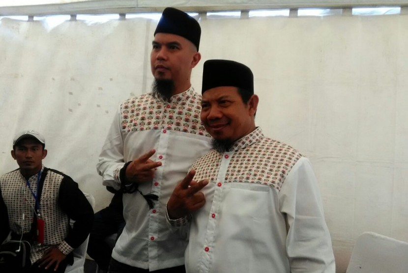 Pasangan bakal calon bupati dan wakil bupati Bekasi, Sa'duddin (kanan) dan Ahmad Dhani (kiri)
