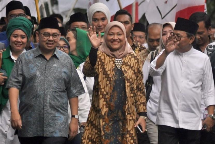 Pasangan cagub-cawagub Sudirman Said dan Ida Fauziyah mendaftar ke kantor KPU Jawa Tengah, Rabu (10/1).