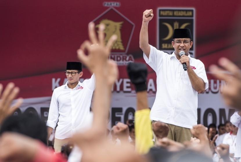 Pasangan calon Gubernur DKI Jakarta Anies Baswedan (kanan) dan calon Wakil Gubernur DKI Jakarta Sandiaga Uno (kiri).