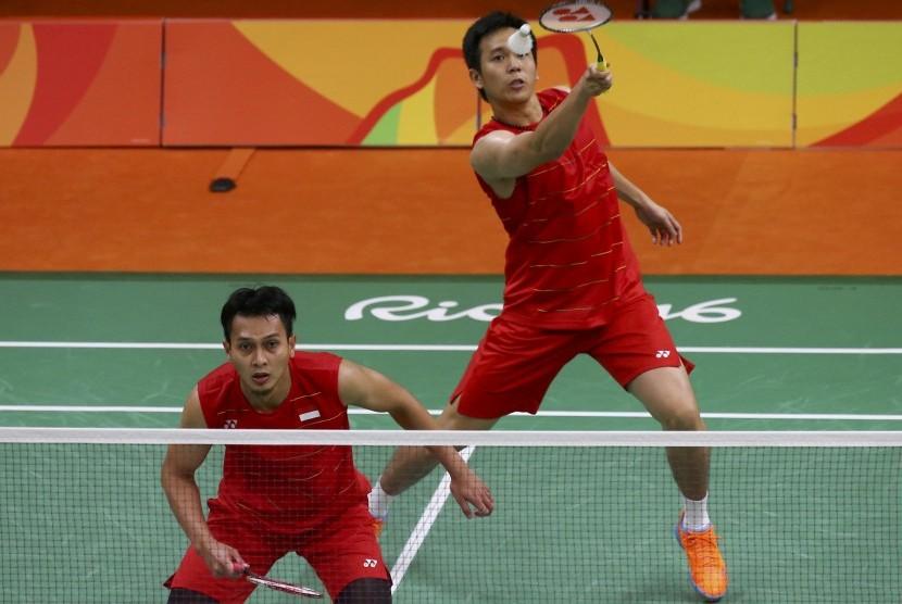 Pasangan ganda putra Muhammad Ahsan dan Hendra Setiawan saat bertanding melawan Cina, Sabtu (13/8).