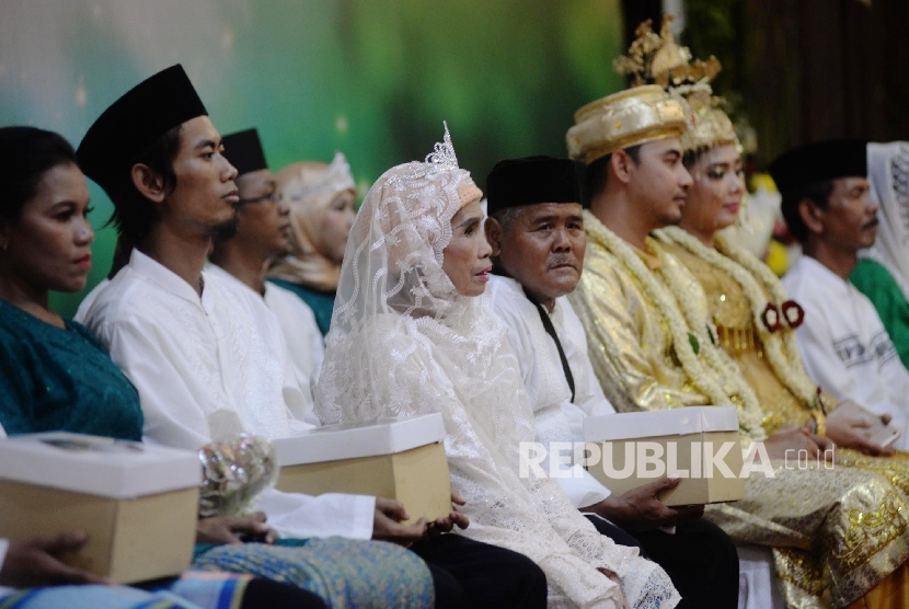 Sebanyak 50 Warga Miskin Nikah Massal Gratis di Lampung