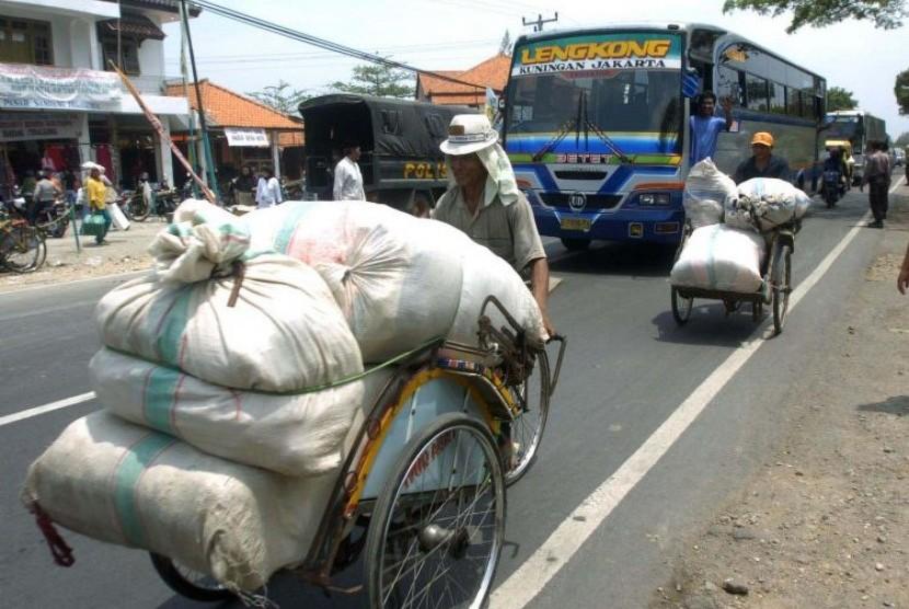 Pasar Tegal Gubuk, Arjowinangun, Cirebon, merupakan kawasan yang rawan terjadi kemacetan.
