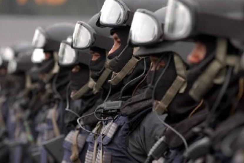 Satuan Antiteror Terlatih Siaga di Perbatasan Cina-Vietnam