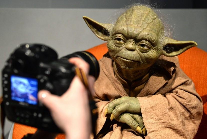 Patung lilin Yoda, karakter dalam film Star Wars, di Museum Madame Tussauds Berlin, Jerman.