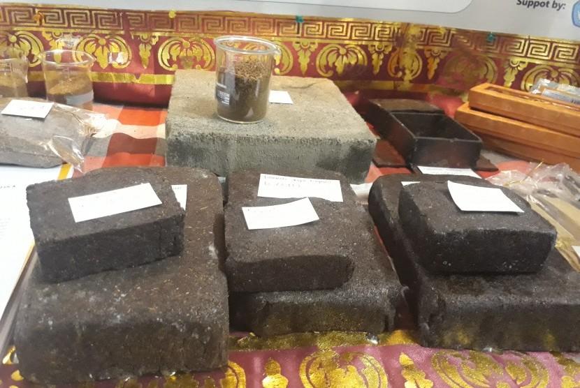 Paving block terbuat dari ampas teh.