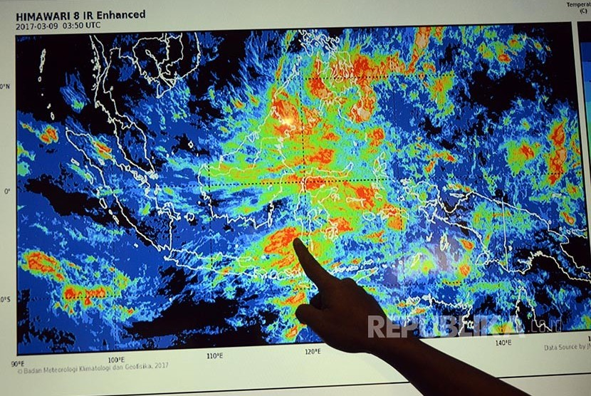 Usai Cempaka, Warga Diimbau Waspadai Siklon Tropis Dahlia ... nasional.republika.co.id830 × 556Search by image Pegawai Badan Meteorologi, Klimatologi, dan Geofisika (BMKG) menujukkan sirkulasi cuaca (ilustrasi