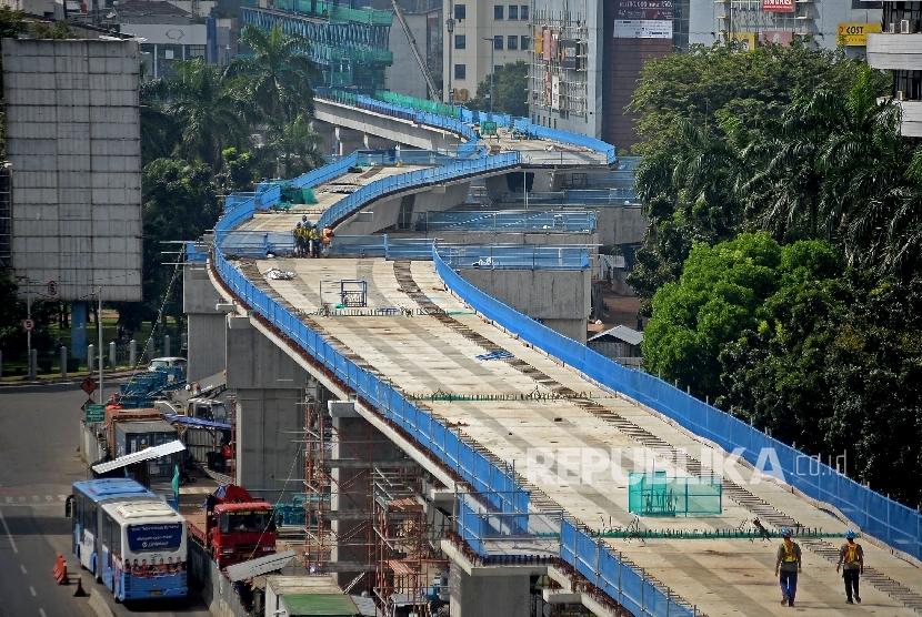 pekerja-menyelesaikan-proyek-mass-rapid-transit-mrt-jakarta-selasa-24-1-_170124165015-373.jpg