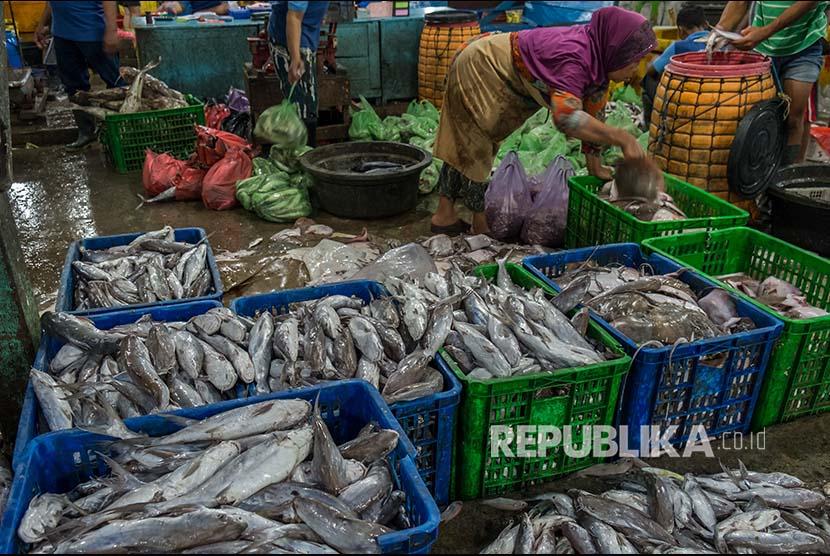 Fish market at Rejomulyo, Semarang, Central Java.