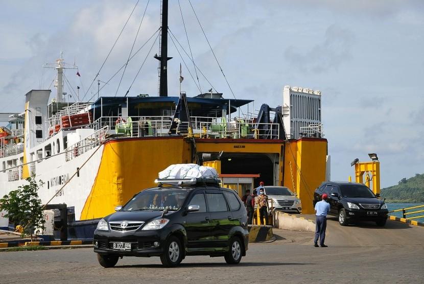 Penumpang Kapal Pelabuhan Bakauheni Lengang