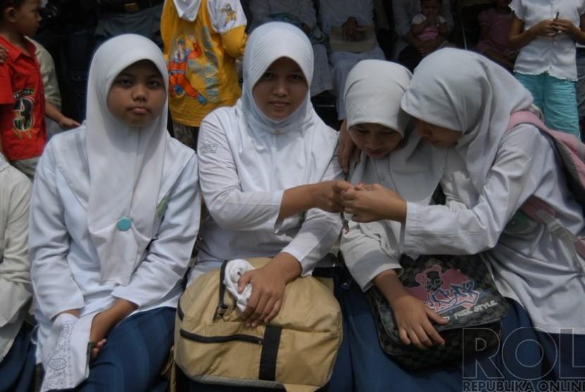 'Jangan Melarang atau Memaksa Siswi Memakai Jilbab'