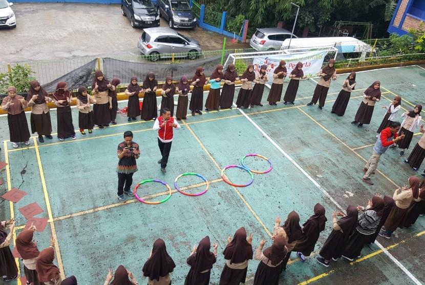 Pelajar SD Islam Al Fauzien Kota Depok mengikuti Fun Math & Science.