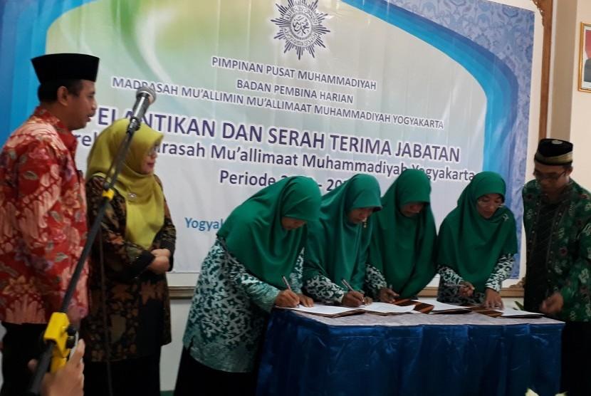 Pelantikan direksi Madrasah Mu'allimaat Yogyakarta.