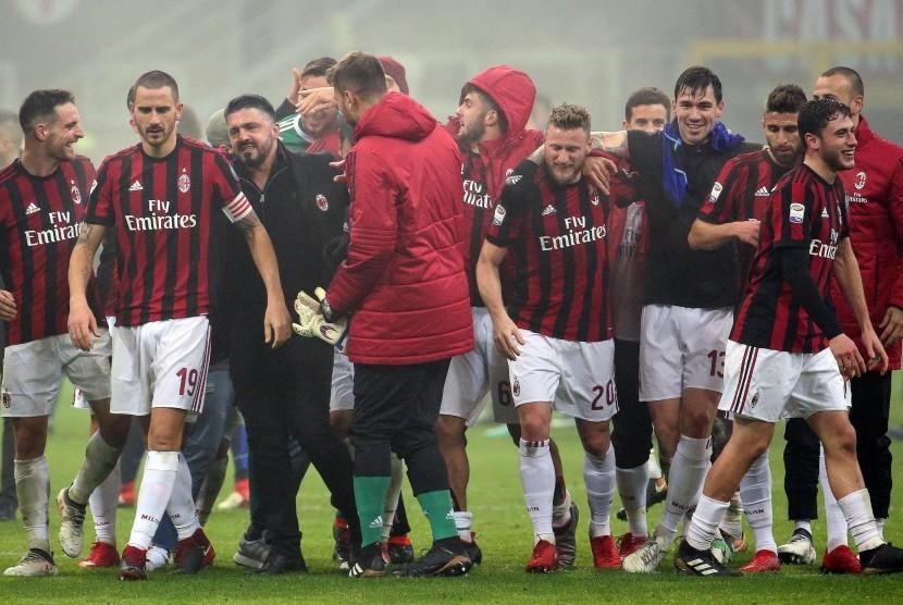 Gennaro Gattuso (ketiga dari kiri) dan para pemain AC Milan.