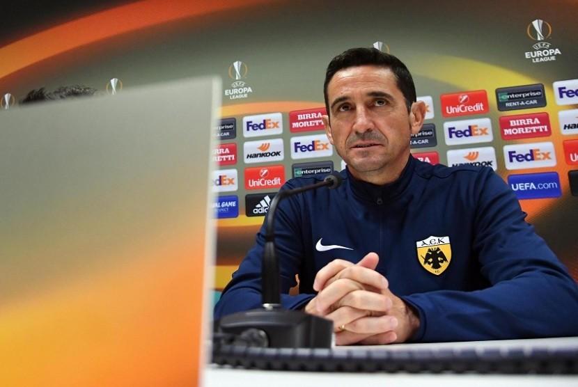 Pelatih AEK Athena Peringatkan Timnya Lawan Milan