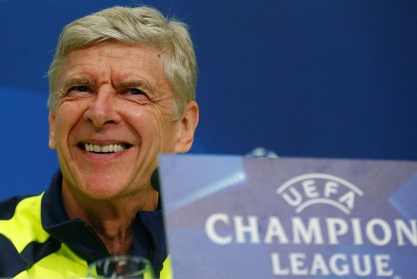 Pelatih Arsenal, Arsene Wenger memberikan keterangan pers jelang laga Liga Champions lawan Basel, di Basel, Swiss, Senin (5/12).