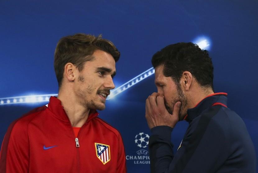 Pelatih Atletico Madrid, Diego Simeone (kanan) dan striker Antoine Griezmann.