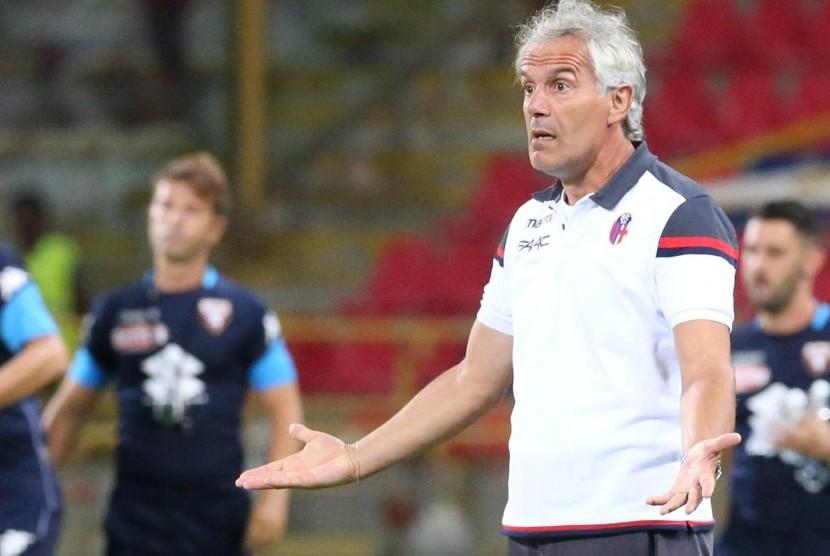 Pelatih Bologna, Roberto Donadoni.