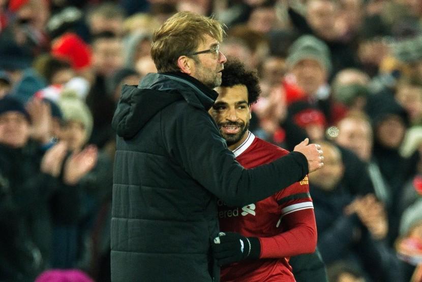 Pelatih Liverpool Juergen Klopp (kiri) dan Mohamed Salah.