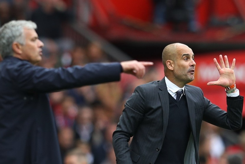 Pelatih Manchester City Pep Guardiola dan pelatih Manchester United Jose Mourinho.