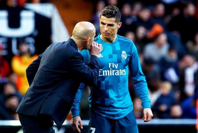 Pelatih Real Madrid Zinedine Zidane (kiri) dan Cristiano Ronaldo.
