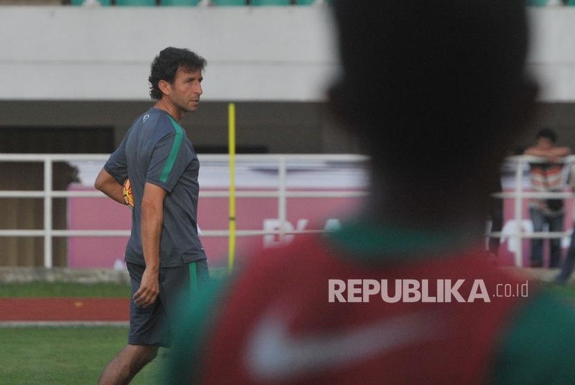 Pelatih timnas Indonesia U-22 Luis Milla.