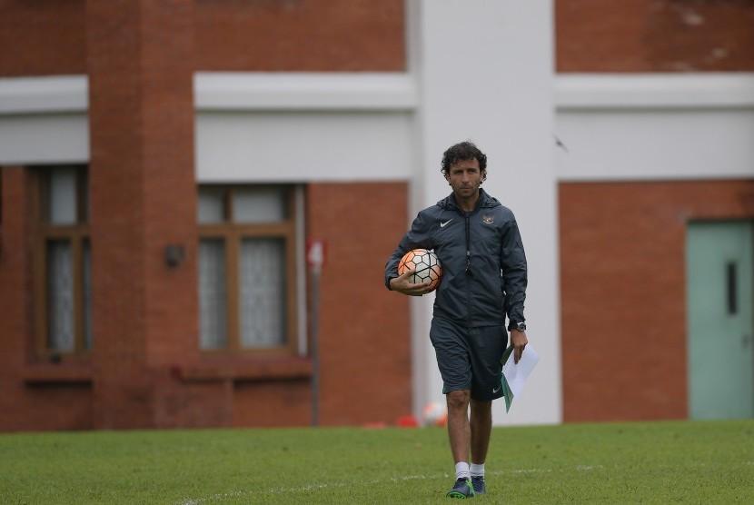Pelatih timnas U-22 Luis Milla.
