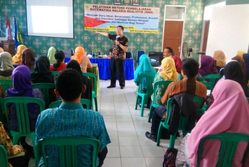 Pelatihan guru Matematika se-kabupaten Bogor.