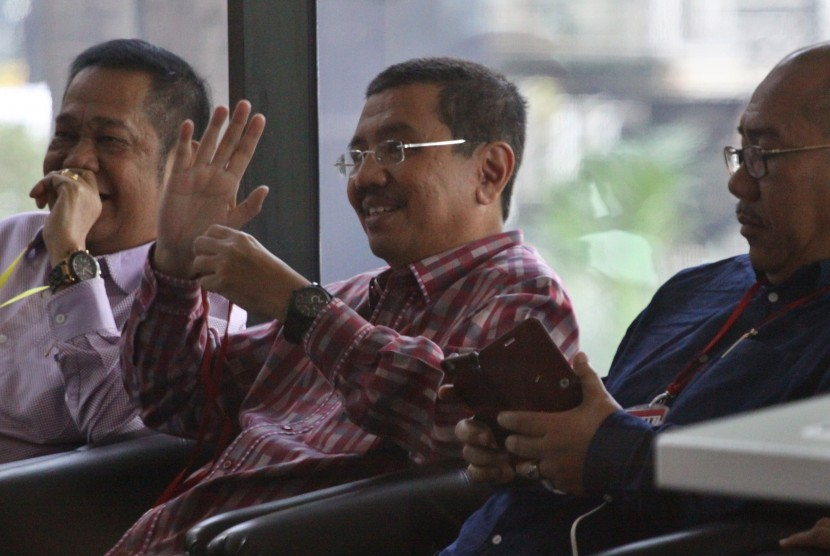 Gubernur Sumut Tengku Erry Nuradi (tengah).