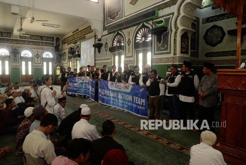 Pelepasan tim Sympathy Of Solidarity (SOS) ke beberapa negara, Jakarta, Jumat (17/3).